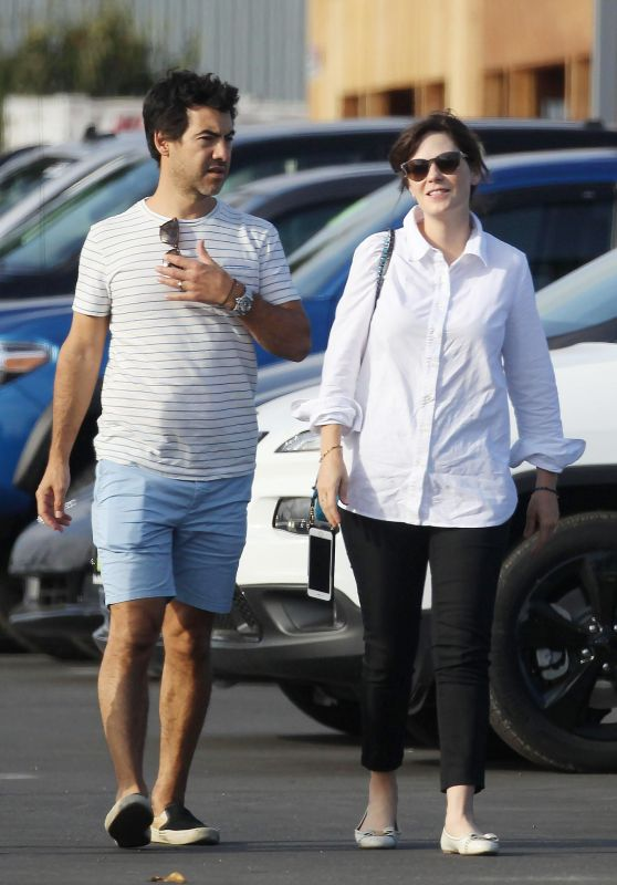 ZOEY DESCHANEL and Her Husband Jacob Pechenik Shopping for a New Car in Los Angeles 09/30/2017