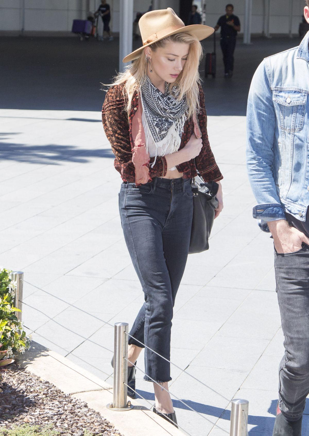 Watch Amber heard casual style arriving in sydney video