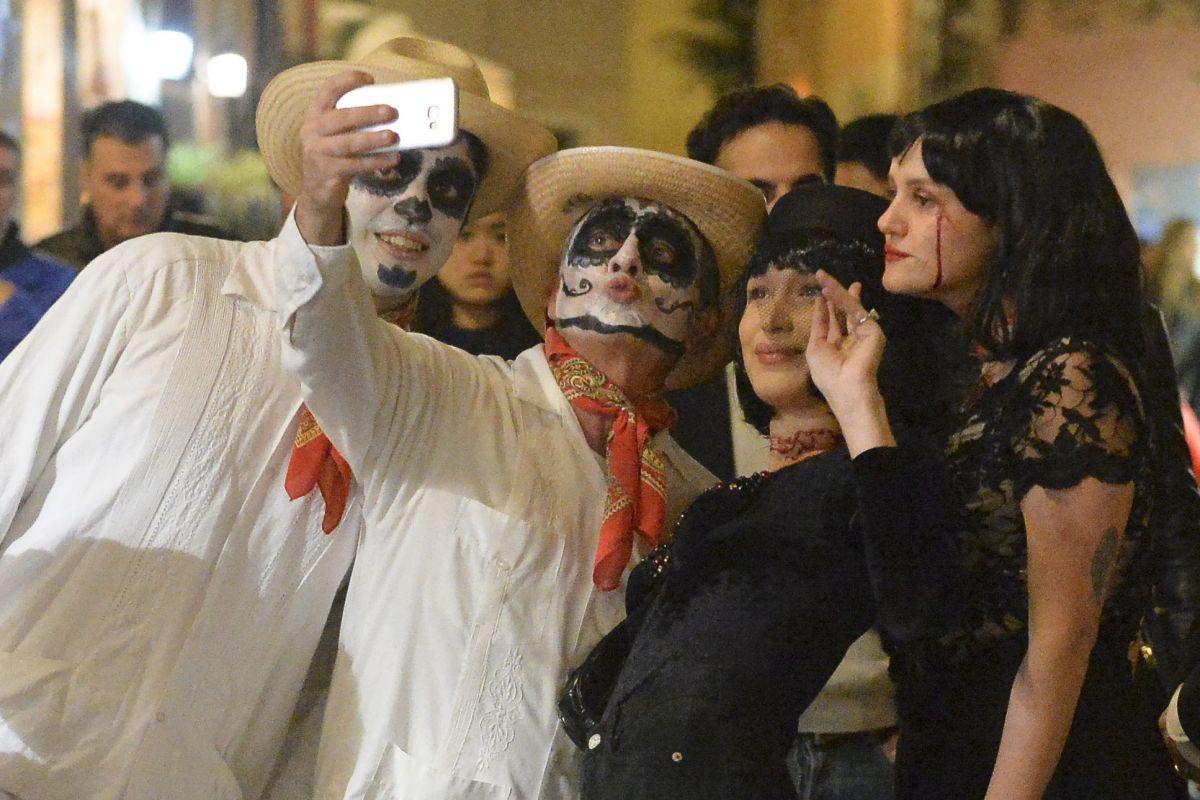 bella hadid celebrates halloween on the streets of rome 11012017