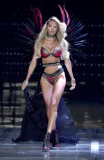 CANDICE SWANEPOEL at 2017 Victoria