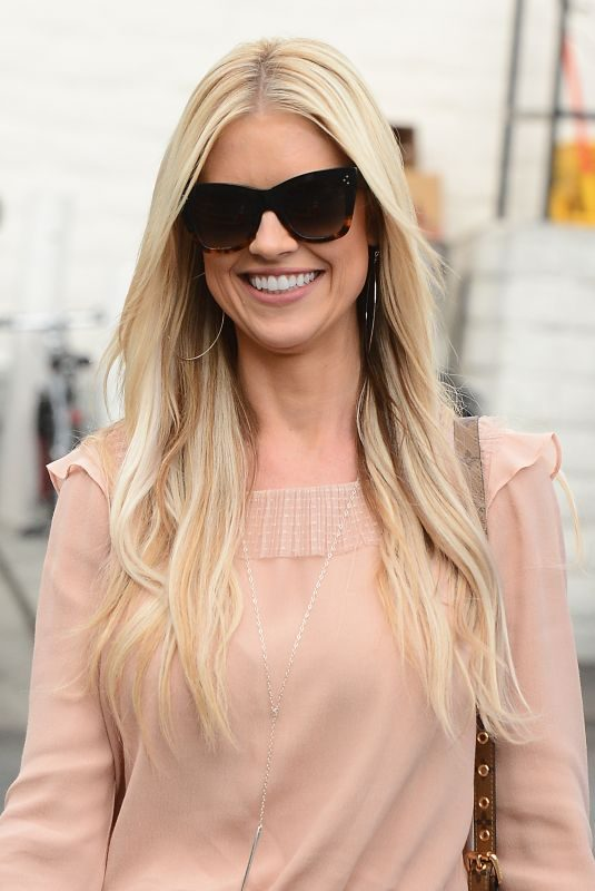 CHRISTINA EL MOUSSA Out and About in Brentwood 11/16/2017