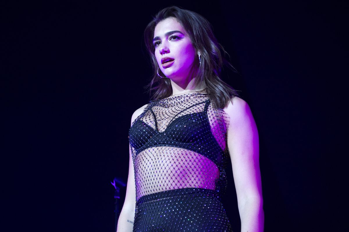 dua lipa performs at hammerstein ballroom in new york 11 24 2017 hawtcelebs. Black Bedroom Furniture Sets. Home Design Ideas