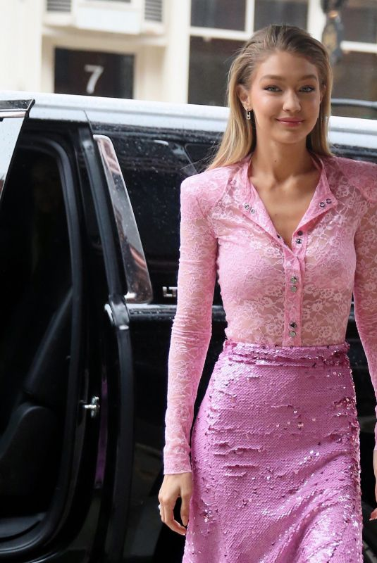 GIGI HADID Arrives at Her Apartment in New York 11/12/2017