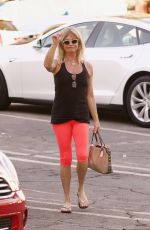 GOLDIE HAWN Out Shopping in Brentwood 11/22/2017