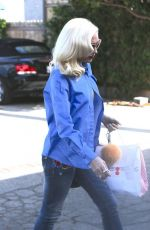 GWEN STEFANI Arrives at a Meeting in Los Angeles 11/17/2017