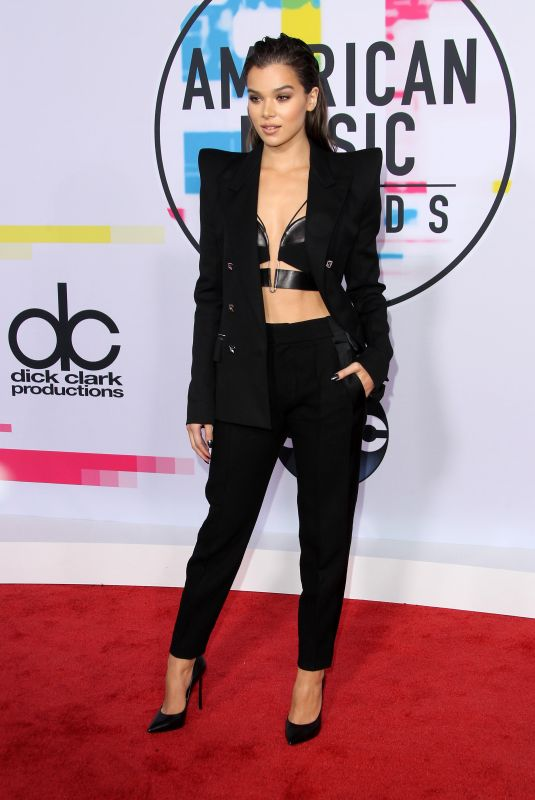 HAILEE STEINFELD at American Music Awards 2017 at Microsoft Theater in Los Angeles 11/19/2017