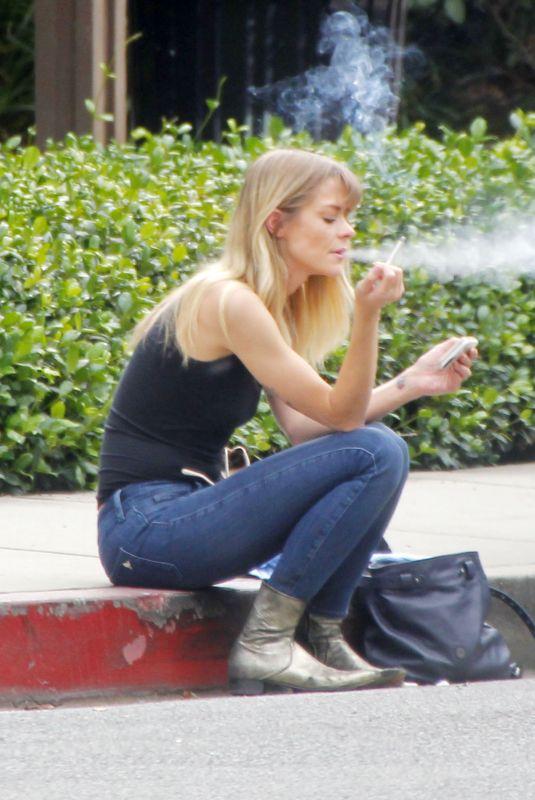 JAIME KING Takes a Smoke Break on Curb in Los Angeles 11/09/2017
