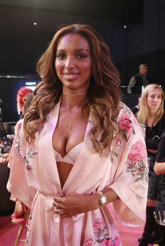 JASMINE TOOKES on the Backstage at 2017 VS Fashion Show in Shanghai 11/20/2017
