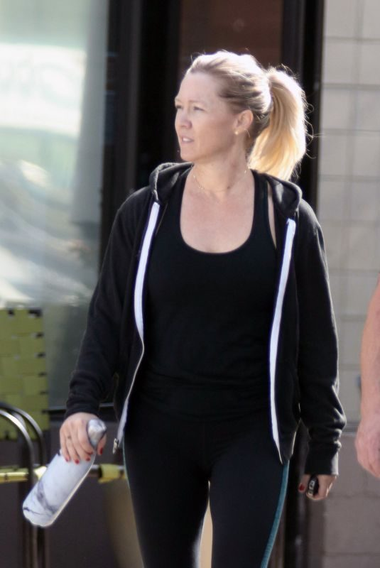 JENNIE GARTH Leaves a Gym in Los Angeles 11/13/2017