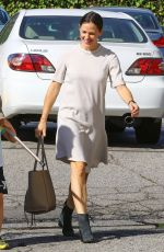 JENNIFER GARNER Heading to a Church in Brentwood 11/05/2017