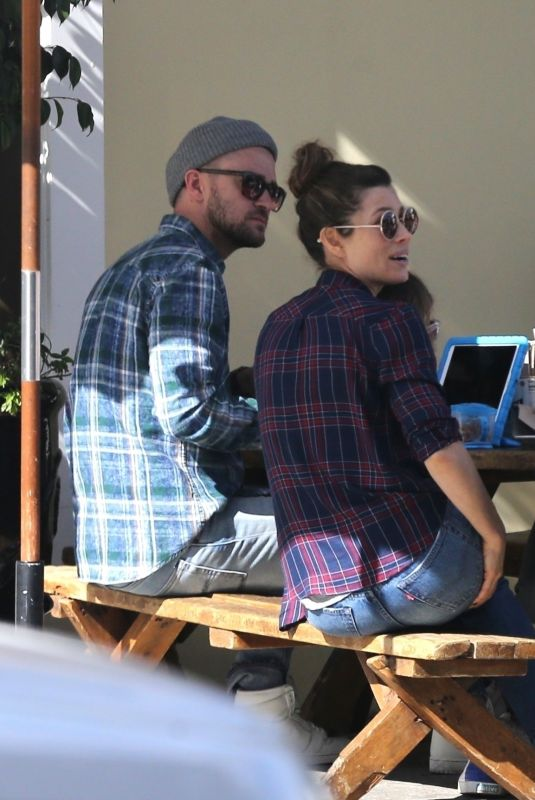 JESSICA BIEL and Justin Timberlake Out for Lunch in Los Angeles 11/11/2017