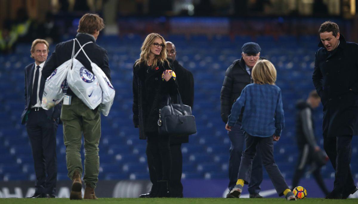 JULIA ROBERTS And Her Husband Daniel Moder At Stamford Bridge In London  11/05/
