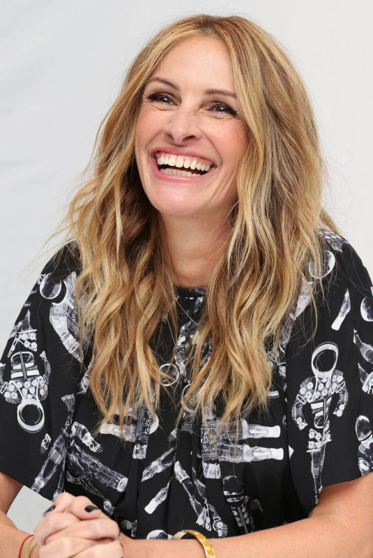 JULIA ROBERTS at Wonder Press Conference at Langham Hotel 11/05/2017