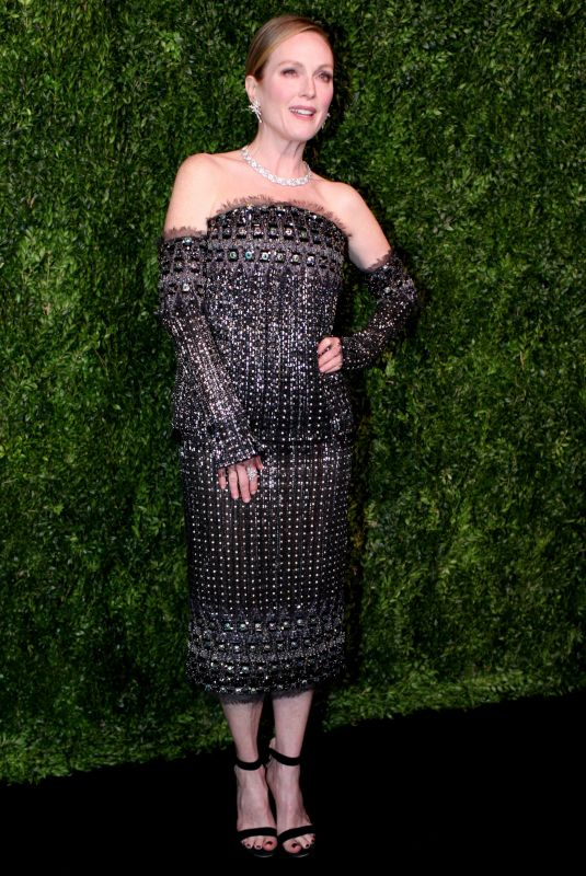 JULIANNE MOORE at Museum of Modern Art Film Benefit – A Tribute To Julianne Moore in New York 11/13/2017