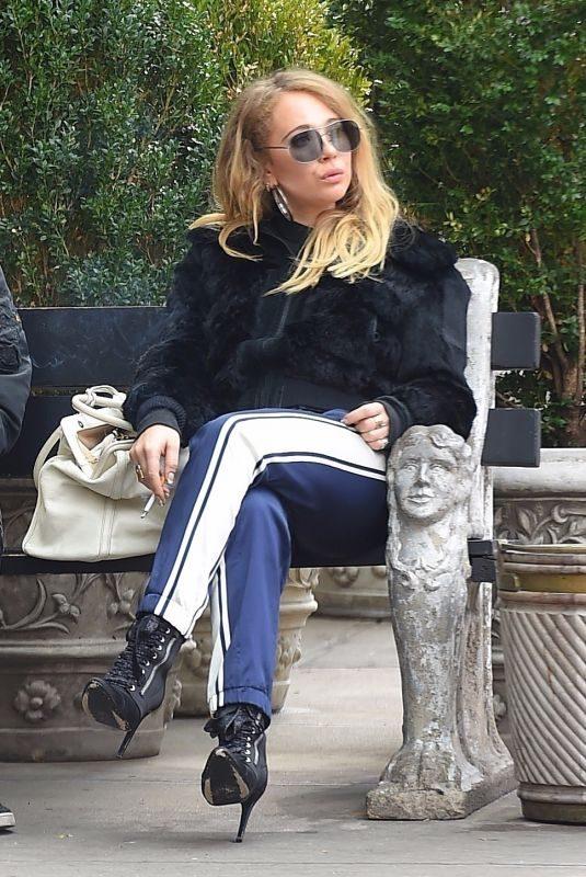 JUNO TEMPLE Taking a Smoke Break Outside of Bowery Hotel in New York 11/16/2017
