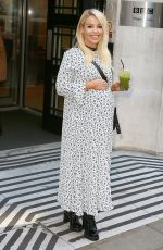 KATIE PIPER Laves BBC Radio 2 in London 11/25/2017