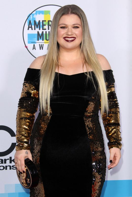 KELLY CLARKSON at American Music Awards 2017 at Microsoft Theater in Los Angeles 11/19/2017