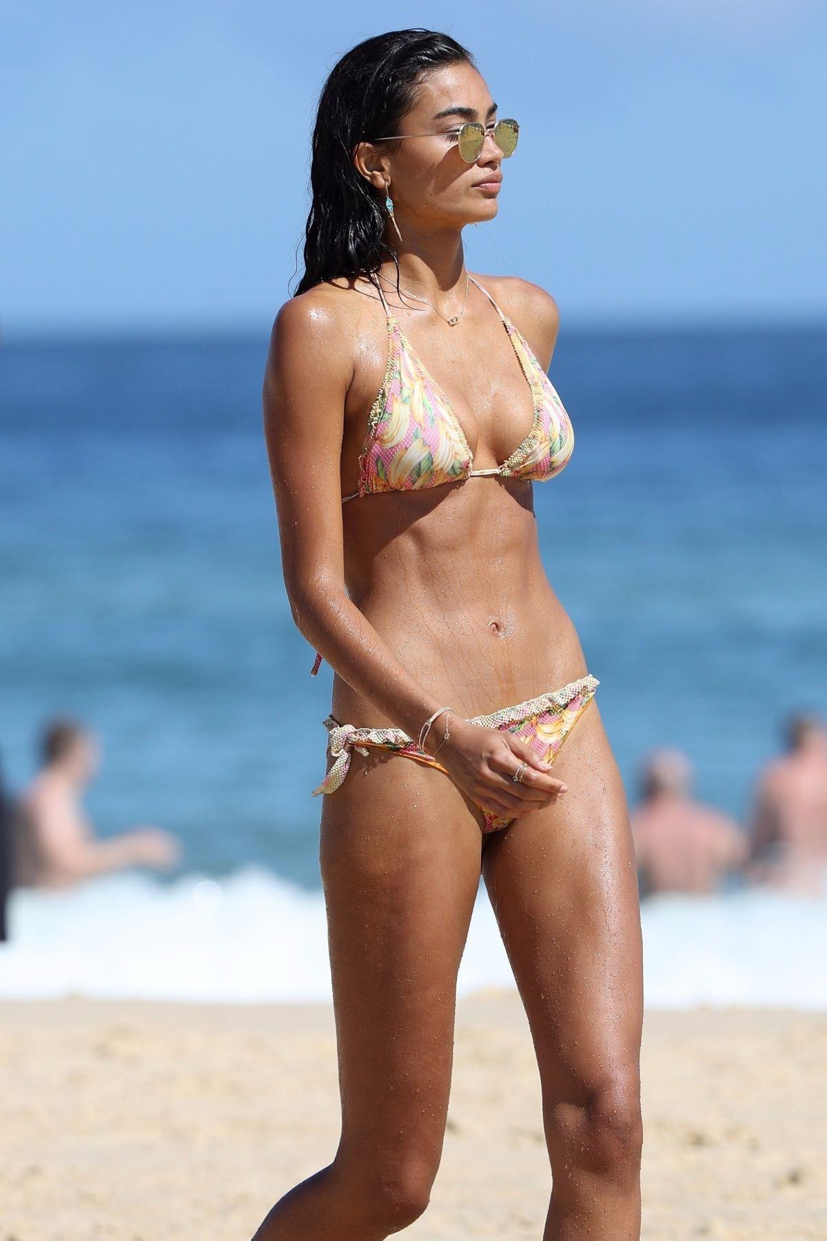 Kelly Gale in Bikini on Bondi Beach in Sydney Pic 31 of 35