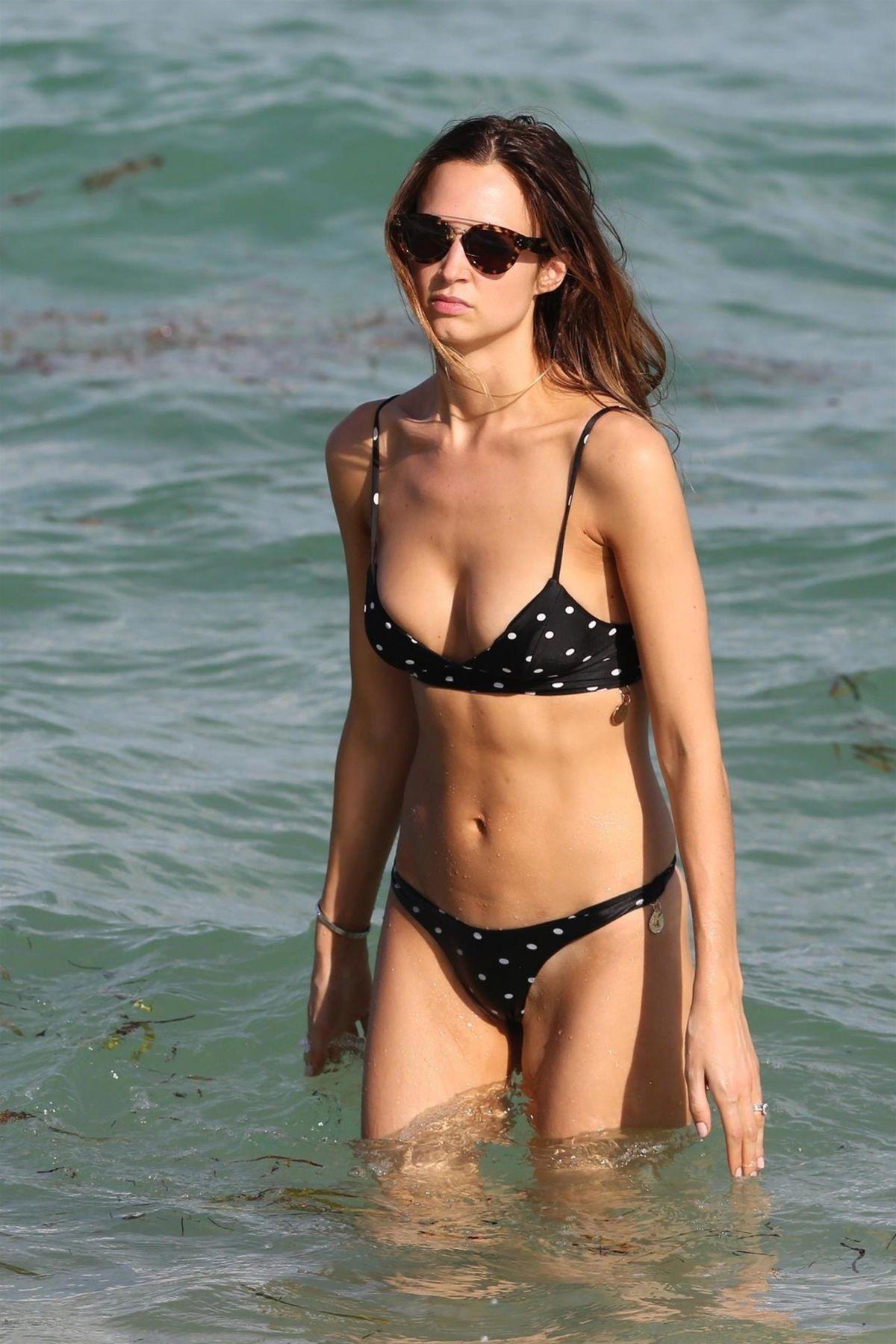 Alice Amelie in Bikini on the beach in Miami Pic 5 of 35