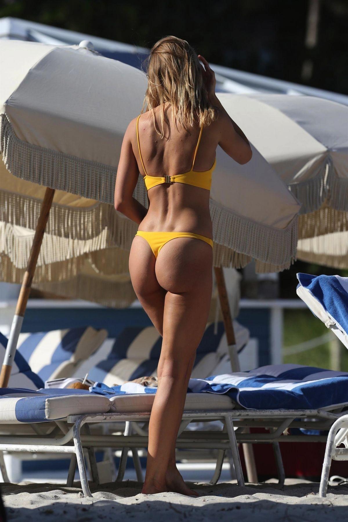 Kimberley Garner in Bikini on the beach in Miami Pic 3 of 35