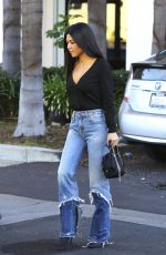 KOURTNEY KARDASHIAN Leaves a Studio in Los Angeles 11/06/2017
