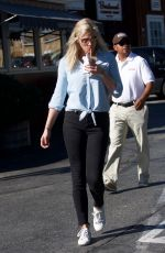 LINDSAY SHOOKUS and Ben Affleck Out for Lunch in Brentwood 11/25/2017