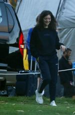 LORDE Arrives at Kings Park Ahead of Her Show in Perth 11/18/2017
