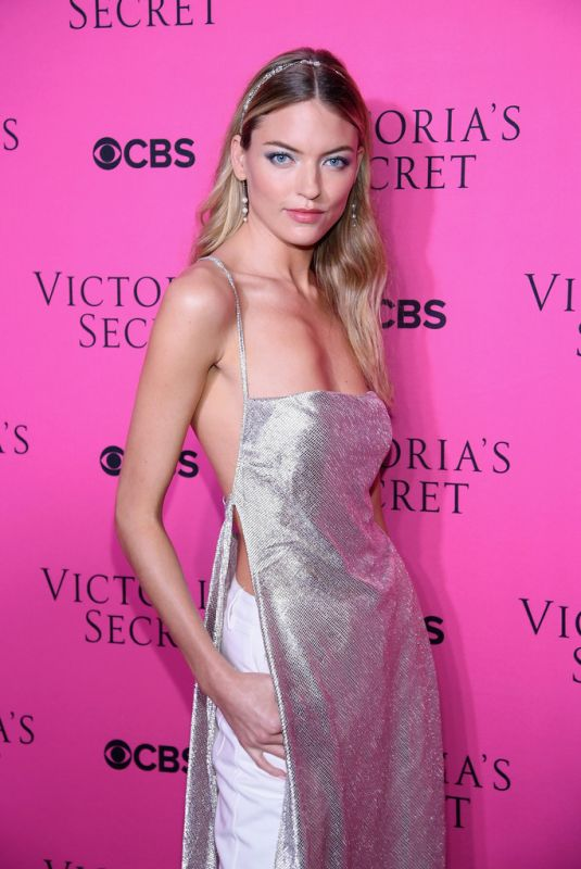 MARTHA HUNT at 2017 Victoria