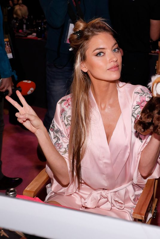 MARTHA HUNT on the Backstage at 2017 VS Fashion Show in Shanghai 11/20/2017
