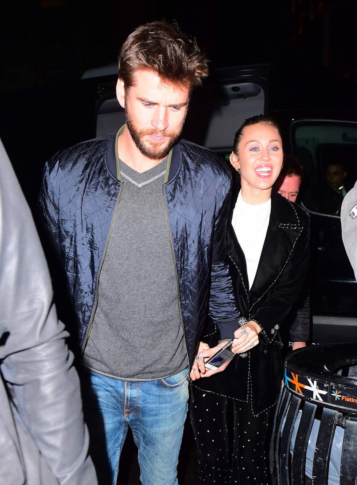 6d5810643821b2 Miley Cyrus and Liam Hemsworth Arrives at SNL Afterparty in New York  (4.11.2017)
