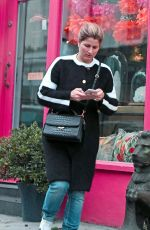 MIRKA FEDERER Shoping at a Gap Clothing Store in London 11/22/2017