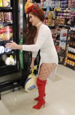 PHOEBE PRICE Buys a Turkey for Thanksgiving Day in Los Angeles 11/13/2017