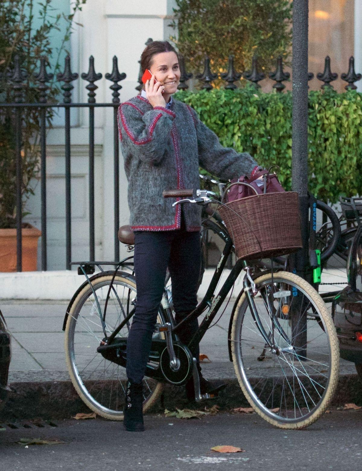 Sara Jean Underwood Bike Cool pippa middleton out on her bike in chelsea 11/08/2017 | celebs