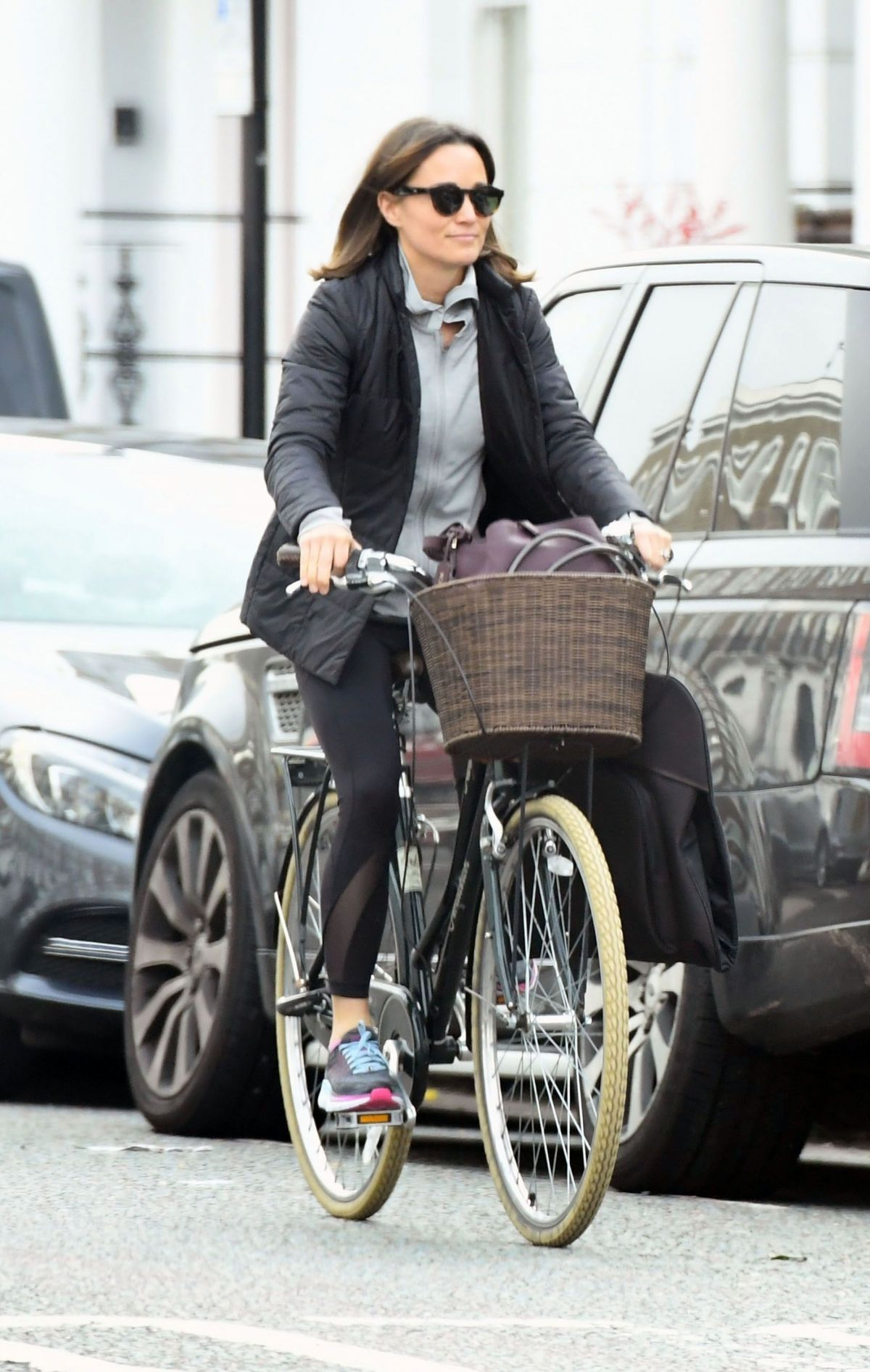 pippa-middleton-out-riding-a-bicycle-in-london-11-09-2017-10.jpg