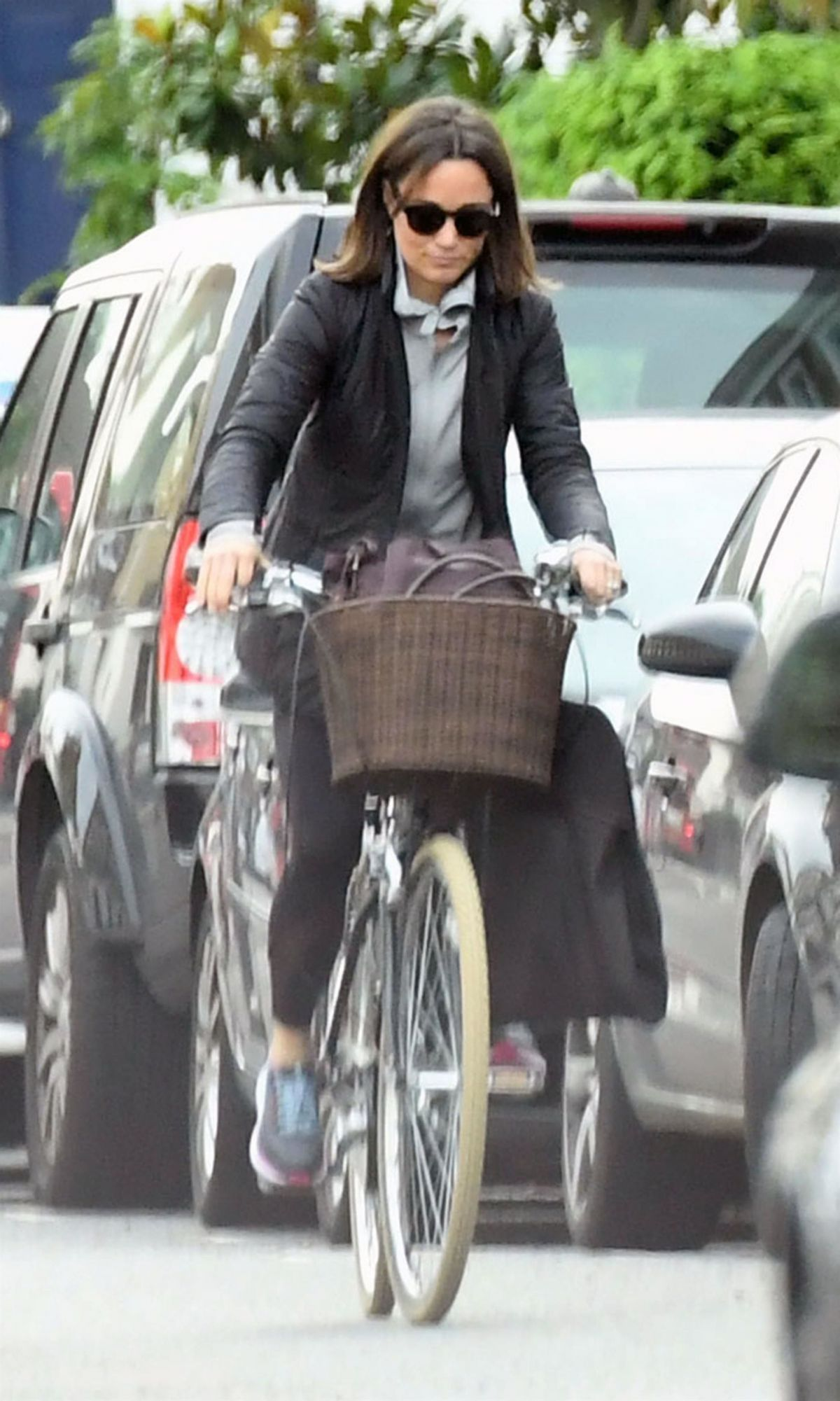 pippa-middleton-out-riding-a-bicycle-in-london-11-09-2017-13.jpg