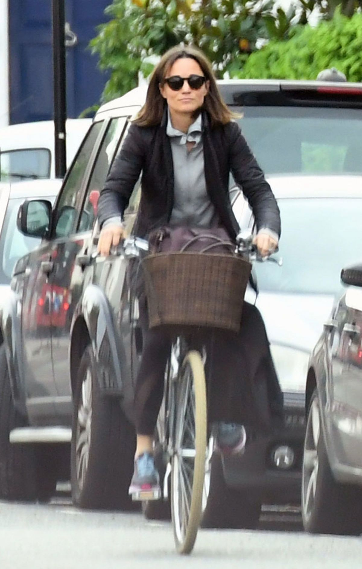 pippa-middleton-out-riding-a-bicycle-in-london-11-09-2017-18.jpg