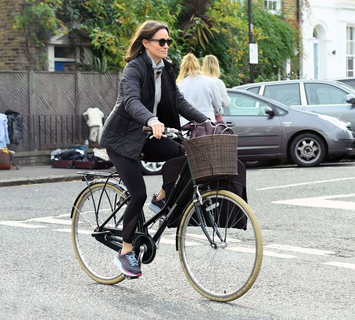 pippa-middleton-out-riding-a-bicycle-in-london-11-09-2017-2.jpg