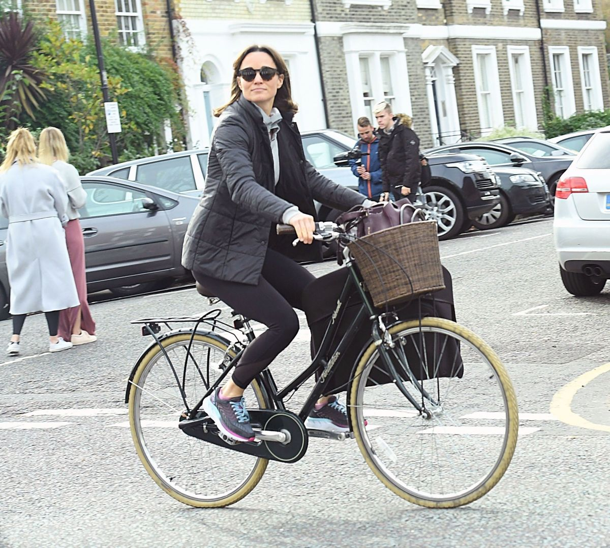 pippa-middleton-out-riding-a-bicycle-in-london-11-09-2017-3.jpg