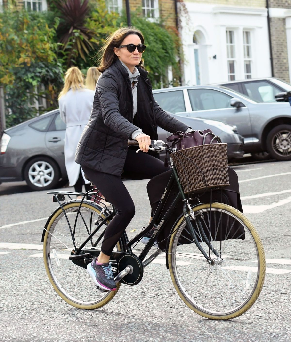 pippa-middleton-out-riding-a-bicycle-in-london-11-09-2017-5.jpg