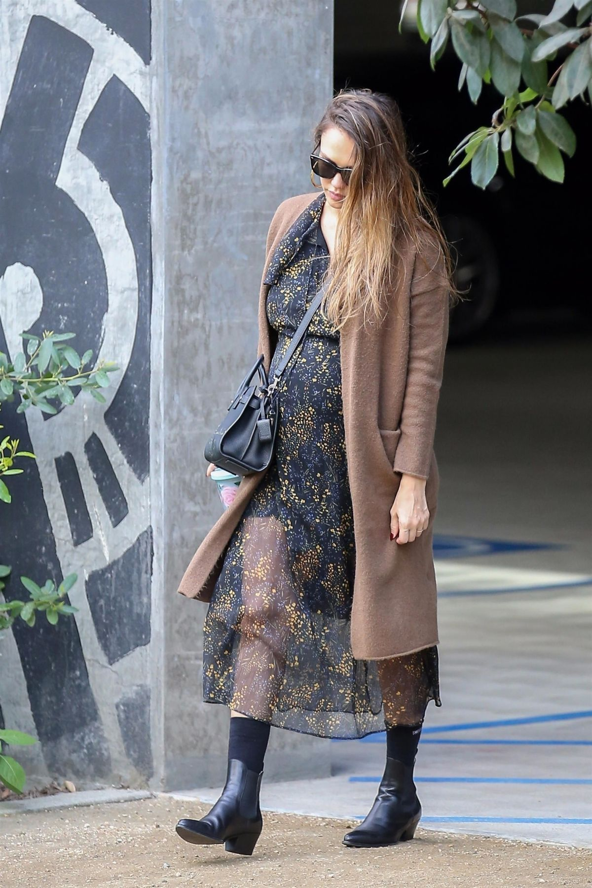 http://www.hawtcelebs.com/wp-content/uploads/2017/11/pregnant-jessica-alba-arrives-at-honest-company-in-los-angeles-11-17-2017-2.jpg