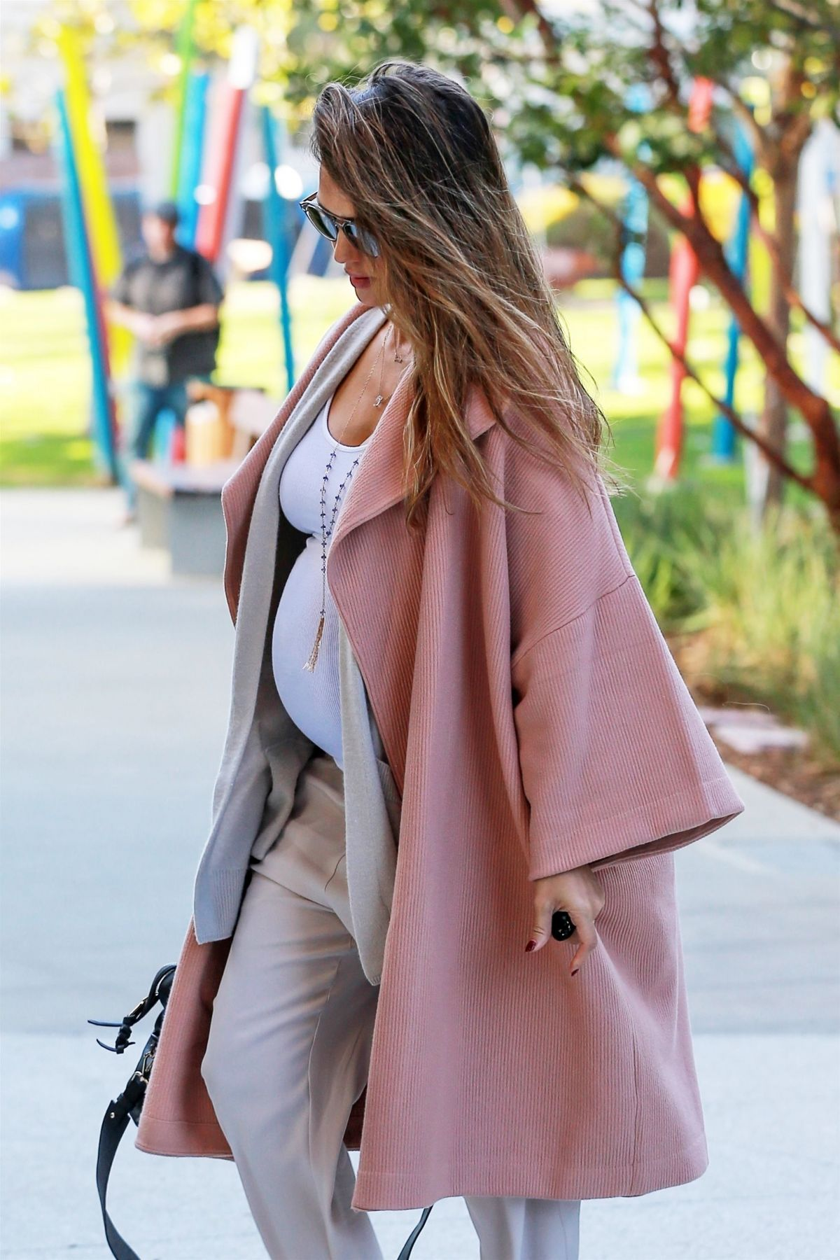 http://www.hawtcelebs.com/wp-content/uploads/2017/11/pregnant-jessica-alba-out-and-about-in-los-angeles-11-07-2017-1.jpg