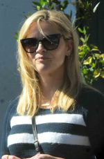REESE WITHERSPOON Leaves A Votre Sante Restaurant in Brentwood 11/04/2017