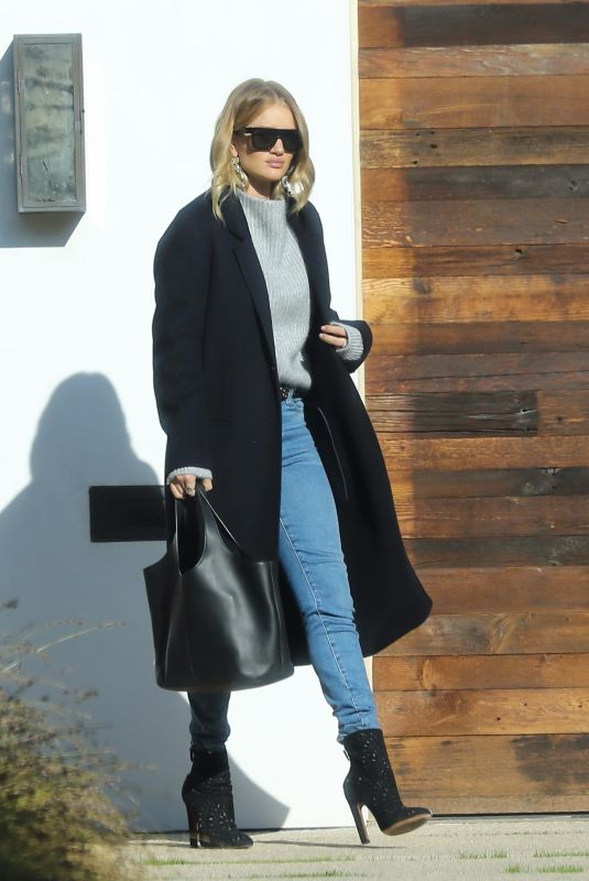 ROSIE HUNTINGTON-WHITELEY Out in Los Angeles 11/11/2017