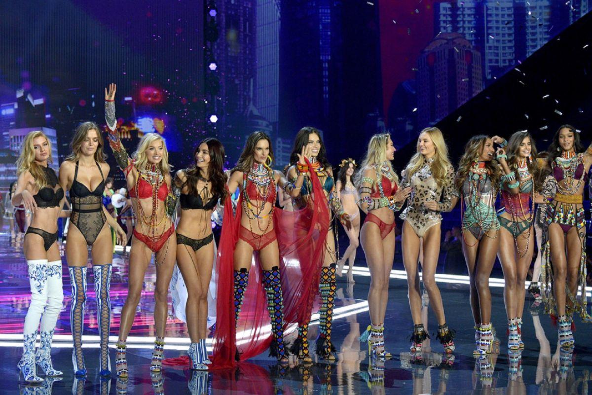 Vs Fashion Show  Adriana Lima