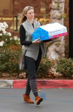 AMY SMART Out and About in Westlake Village 12/20/2017