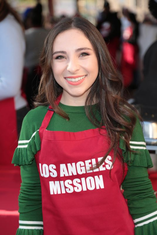 AVA CANTRELL at LA Mission Serves Christmas to the Homeless in Los Angeles 12/22/2017