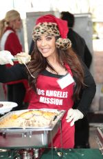 BROOKE LEWIS at LA Mission Serves Christmas to the Homeless in Los Angeles 12/22/2017