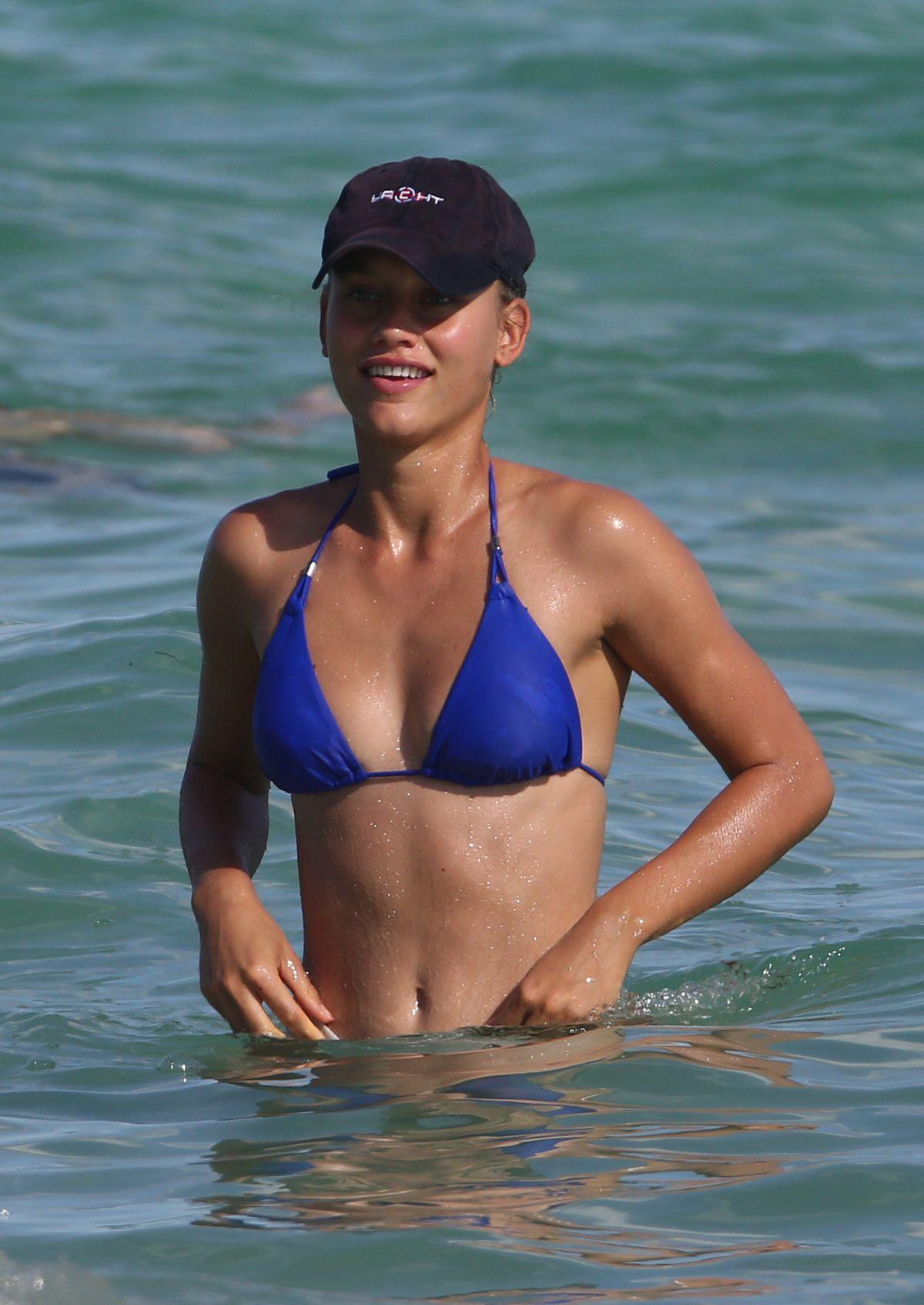 Chase Carter in Bikini at the beach in Miami Pic 10 of 35