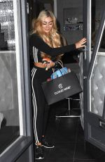 CHLOE FERRY Leaves Dreamgirlz Hair Extension Boutique in Newcastle 12/23/2017