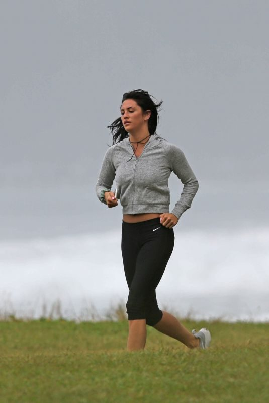 DARCIE LINCOLN Runnig on the Beach in Hawaii 12/28/2017